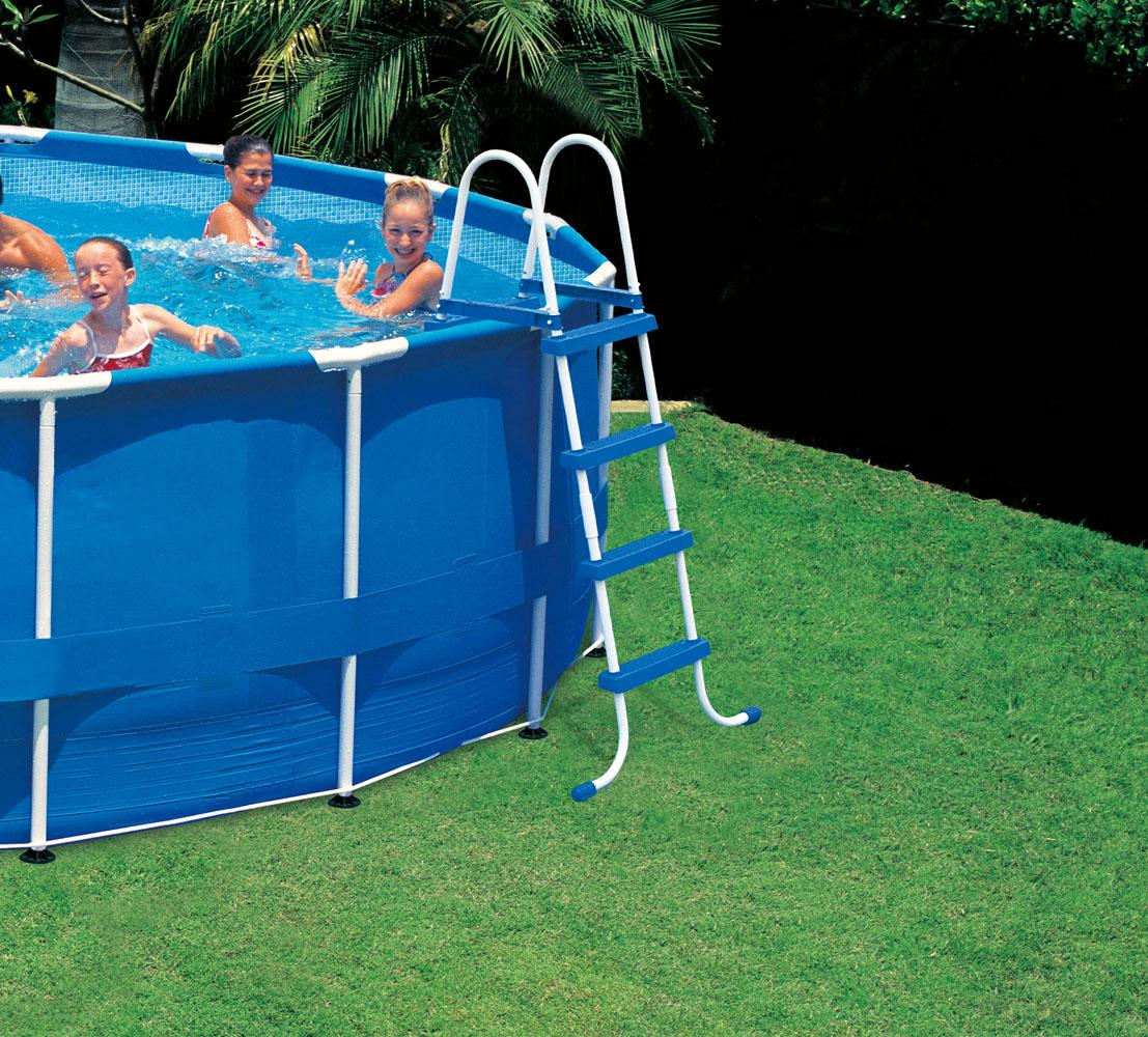 Escaleras para piscinas de plastico intex for Alberca intex